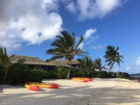 Muri Beach Resort: beach