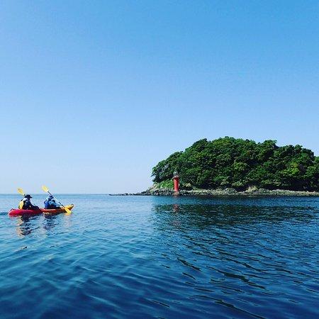 Ise, ญี่ปุ่น: この日は晴天で無風でみんなで無人島目指しました。 スナメリも一瞬だけだったけど背中ぎ見れました!