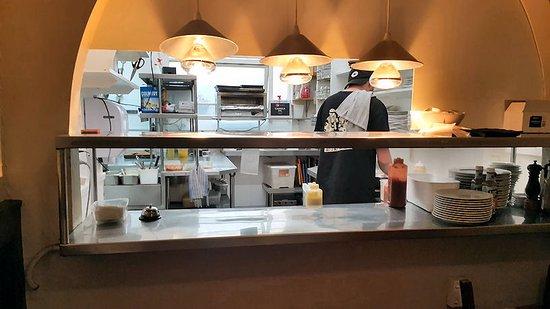 Devonport, Nueva Zelanda: Clean cooking area at The Patriot