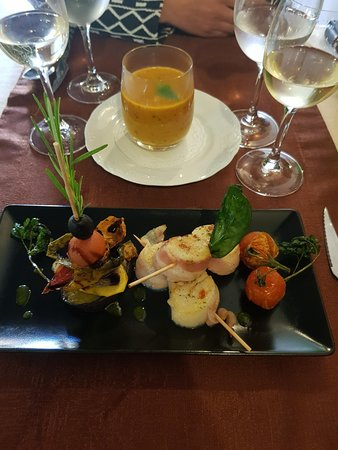 Casa do Pintor - Gourmet & Bistro: homemade tomato soup and scallops with fresh grilled vegetables