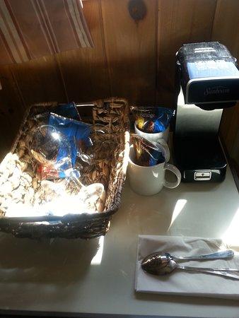 Harcourt, แคนาดา: Room Coffee Machines and Fridges