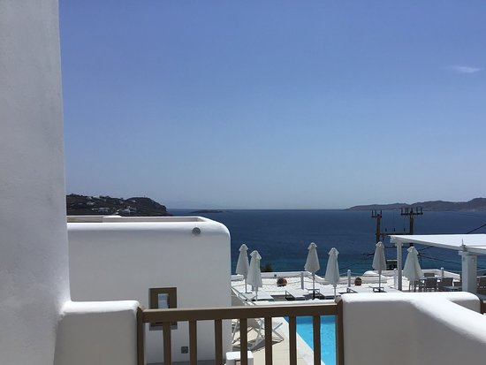 Lithos by Spyros & Flora: Looking out over the pool and to the sea from the room balcony