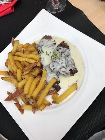 Chez Nous : Bavette sauce roquefort