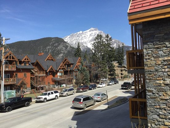 Banff Ptarmigan Inn: View from our outdoor balcony