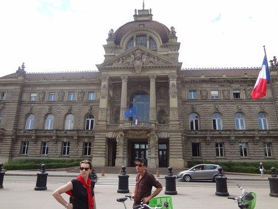 """Tour de 2 horas em Estrasburgo na Grande Île: le palais du """" kaiser"""""""