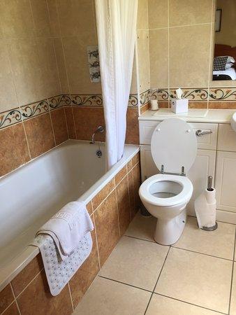 Clanfield, UK: bathroom