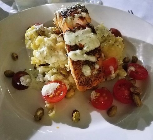 Michael's Grill: Salmon