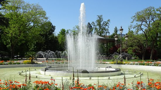 Fontanna - Picture of Jardin du Grand Rond, Toulouse ...