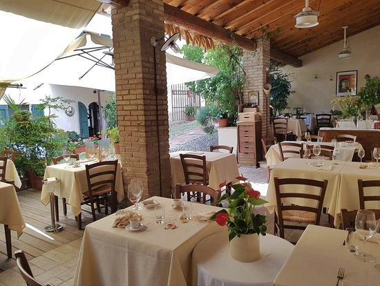 Castellaro Lagusello, إيطاليا: L'esterno