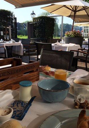 De Nederlanden: Petit déjeuner sur la terrasse
