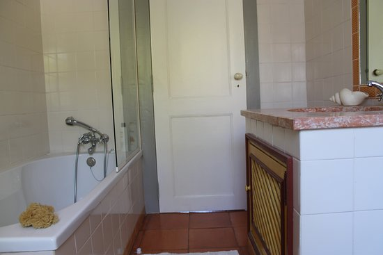 Coimbra District, โปรตุเกส: bathroom of the cottage