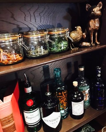 Sunninghill, UK: Gin choices and botanicals
