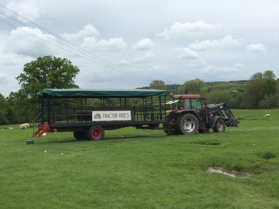Tanworth in Arden, UK: tractor and trailer ride