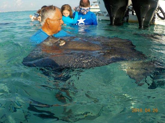 East End, Grand Cayman: Captain