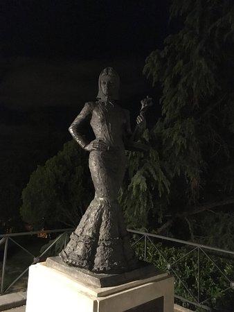 The Statue Violetera