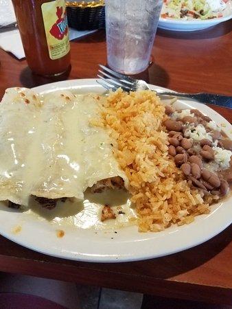บาร์ตเลต, เทนเนสซี: Menu, enchiladas, chicken quesadilla, and chips and salsa.