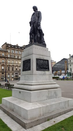 ‪Robert Burns Statue‬