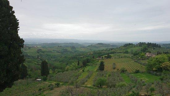 Locanda Viani: A view on the walk into town.