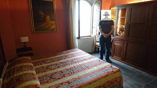 Locanda Viani: The Red Room