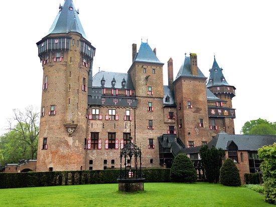 Kasteel de Haar: zamek w deszczu