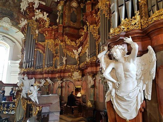 Krzeszow, بولندا: Krzeszowski organista przy pracy