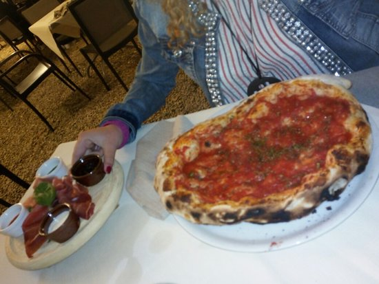 Montespertoli, Itália: Pizza fai da te