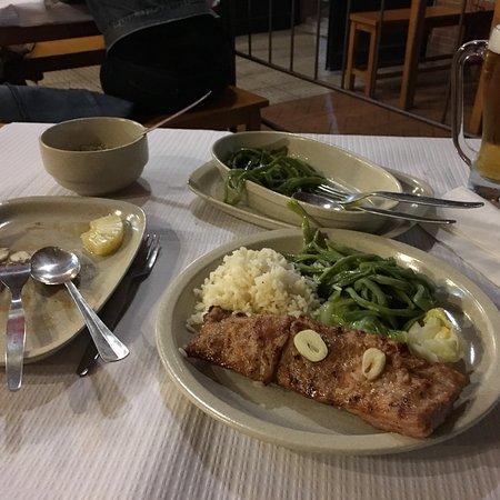 Alcanena, Portugal: Os secretos estavam suculentos e muito saborosos,mandei vir arroz branco e feijão verde com couv