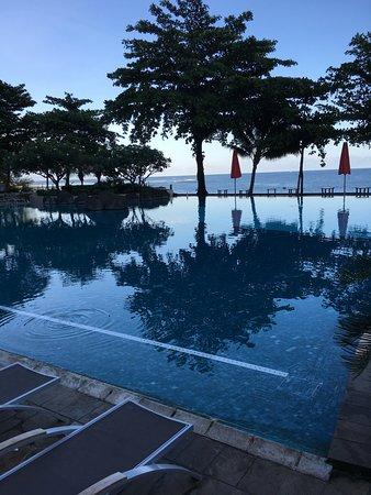 Arue, Polinésia Francesa: piscina vista laguna