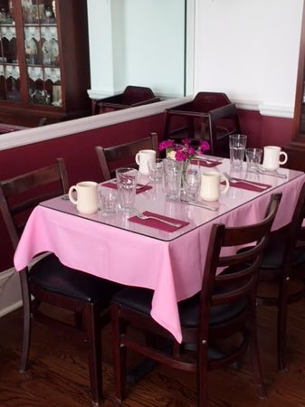 The Beacon House: Ample seating and a delicious breakfast served daily