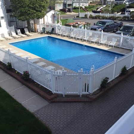 The Beacon House: The Pool is set between the two buldings