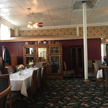Maquoketa, IA: Pleasant Interior.