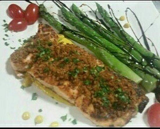 Auburn, NY: Salmon graten