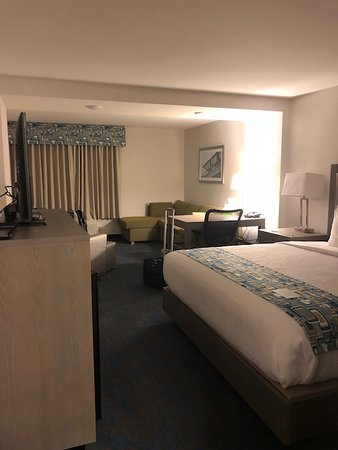 Woodbury, MN: King Bedroom with sitting area