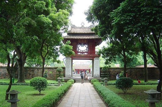 4-hour Motorbike Tour to City Sights & Temple of Literature