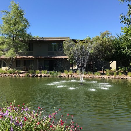 Anderson, CA: Individual round house units. Beautiful grounds with ponds. Resort also has bungalows.
