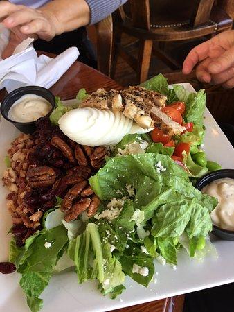 Flying Beaver Bar & Grill: Cobb Salad
