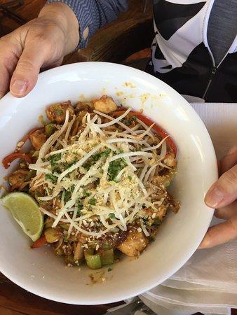 Flying Beaver Bar & Grill: Pad Thai