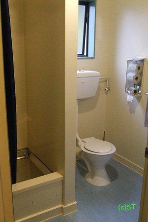 Kakapo Lodge YHA: bathroom