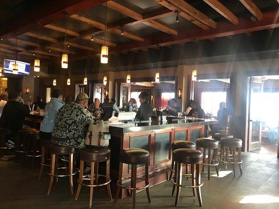 Lanham, MD: Bar area