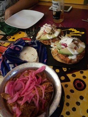 Con los sombreros típicos Mexicanos. - Picture of La Venganza De ... 33640e836c0