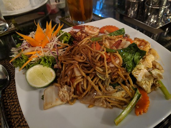 Restaurant at Lillo Island Resort: Fried Yellow Noodles with Seafood