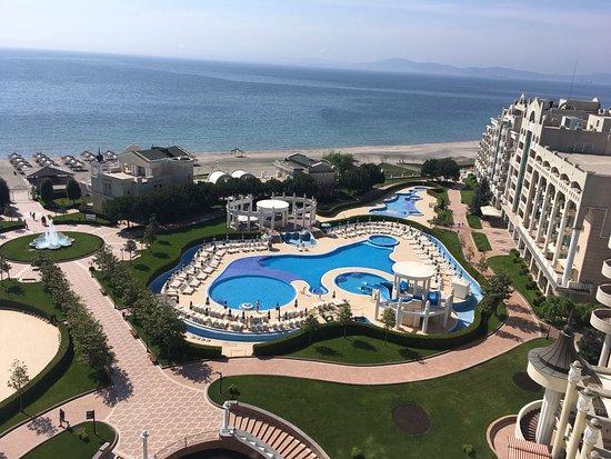 Sunset Resort: widok z okna na morze i baseny