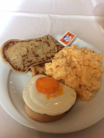 Sunset Resort: pancakes, zimna jajecznica, jajko sadzone na chlebie
