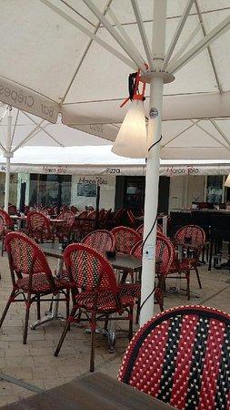 Saint-Martin-de-Re, فرنسا: Une belle terrasse avec vue sur le port