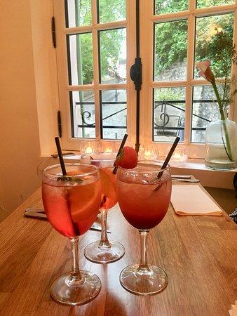 Restaurant la maison rose dans paris avec cuisine for Rosy dans 7 a la maison