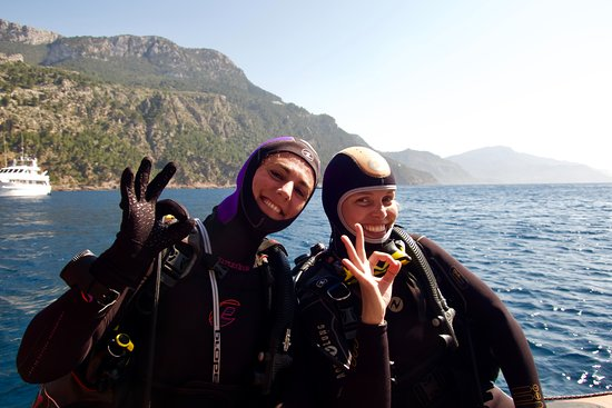 Port de Soller, Spain: Girls that scuba