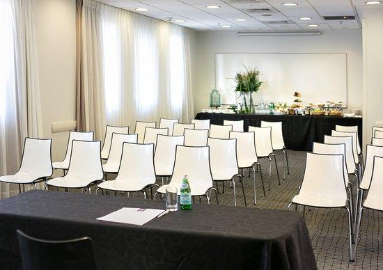Hotel Yehuda : meeting hall
