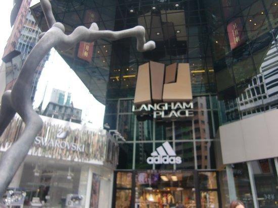 Langham Place : 目立つオブジェ