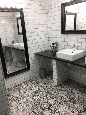 déco: toilettes femmes - Picture of The Hatchet Inn ...