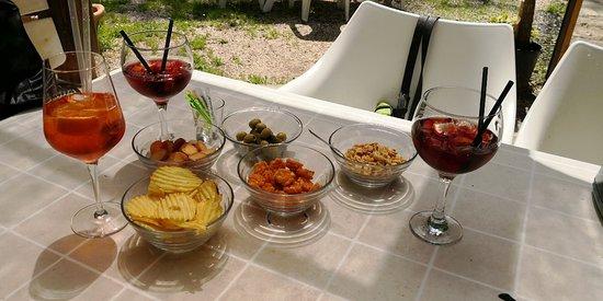 """Sarzana, Italia: Per aperitivo standard si intende questo. Almeno per i locali """"standard'."""